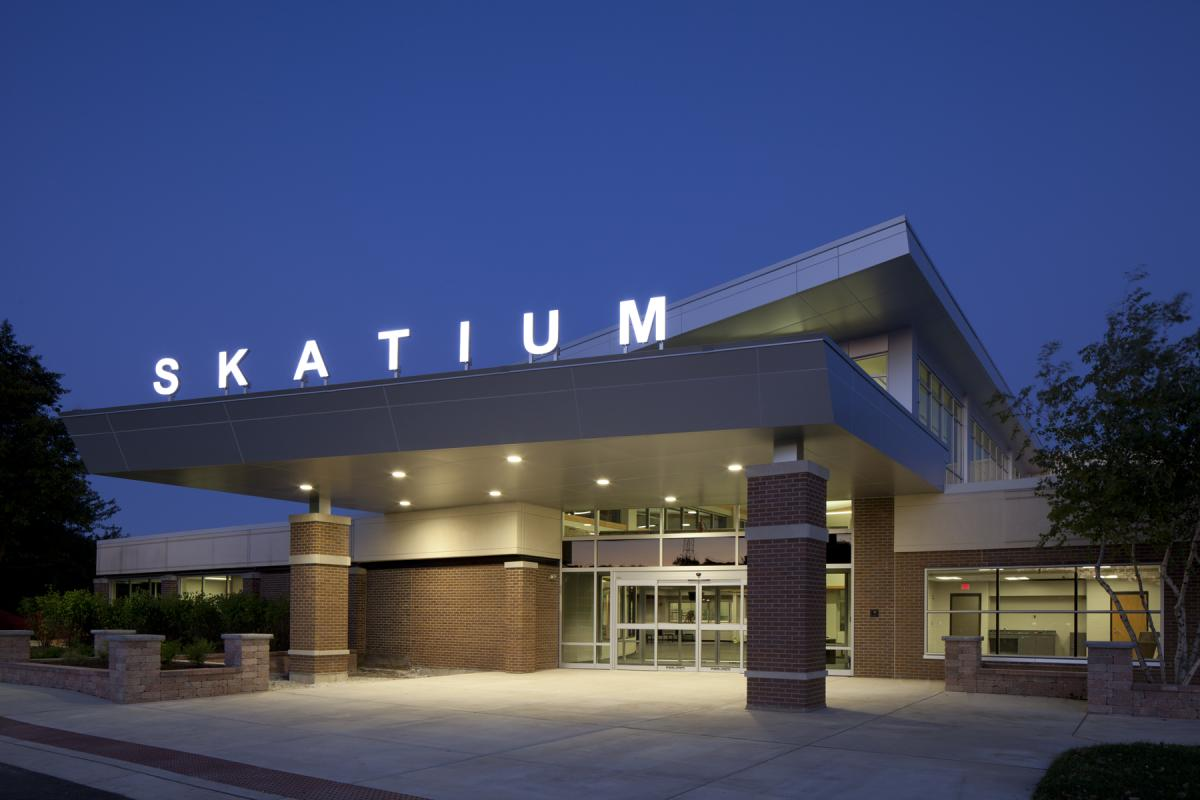Skatium-exterior-night